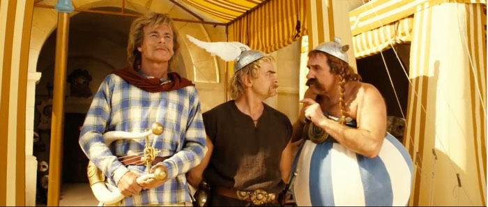 Asterix and Obelix standing next to each other shows how similar in size they are.