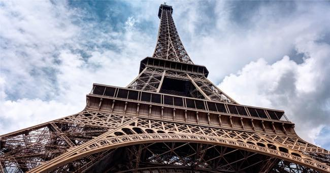 The Eiffel Tower upshot in a wide format