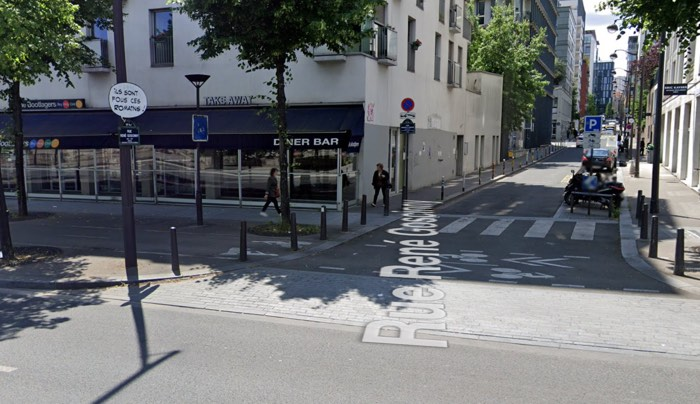 """At the end of Rue Goscinny, here's a """"These Romans are crazy!"""" sign"""
