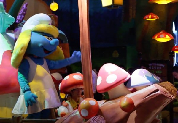 The Smurfette costume at the Shanghai Smurfs theme park is underwhelming. It's cheap cloth-looking.